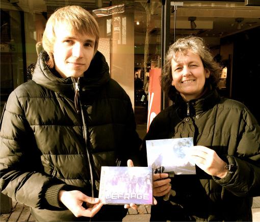"""Der """"junge Mann und Judith Slembeck aus der Musikbibliothek"""
